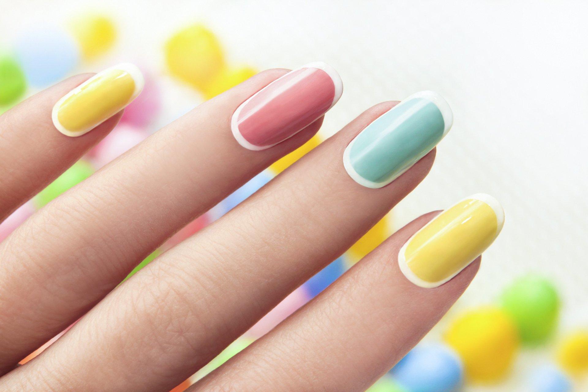 Идея разноцветного маникюра