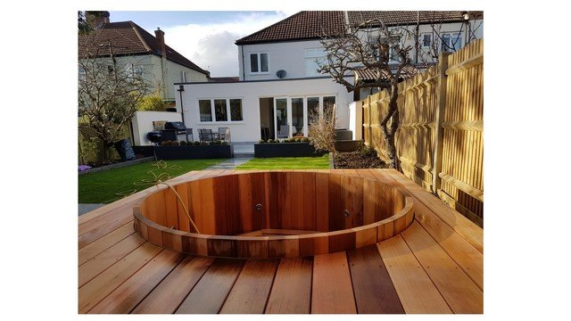 London garden builders Red Chedar decking jacuzzi in Streatham Common