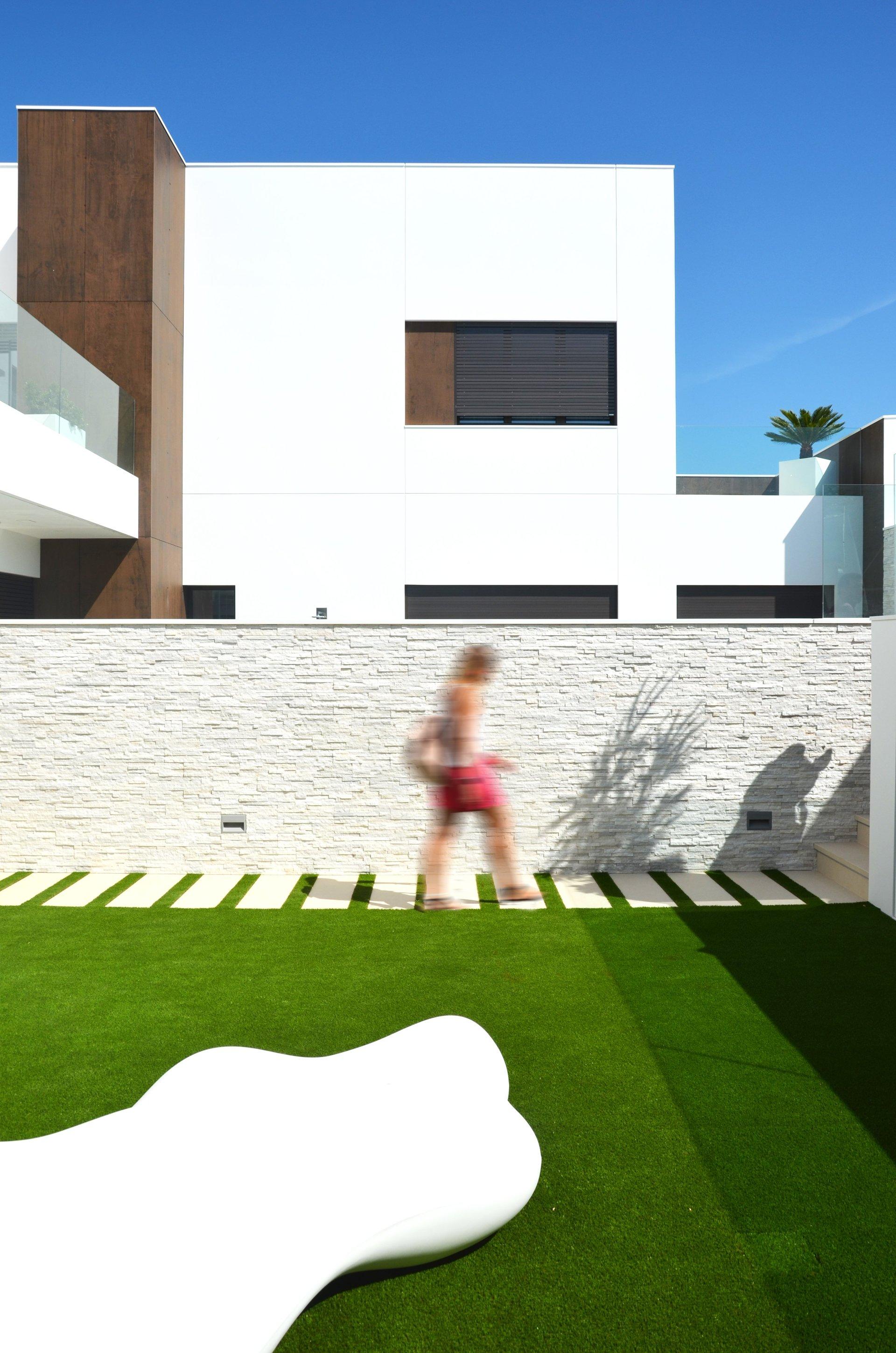Jardín de diseño en vivienda unifamiliar moderna en Almeria. Arquitectura moderna en Almeria. Interiorismo Almeria.