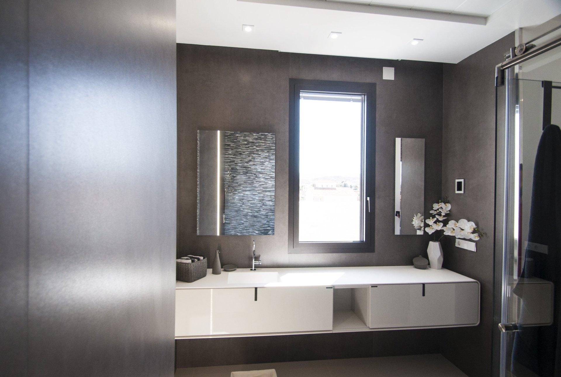 Baño de diseño en vivienda unifamiliar moderna en Almeria. Arquitectura moderna en Almeria. Interiorismo Almeria.