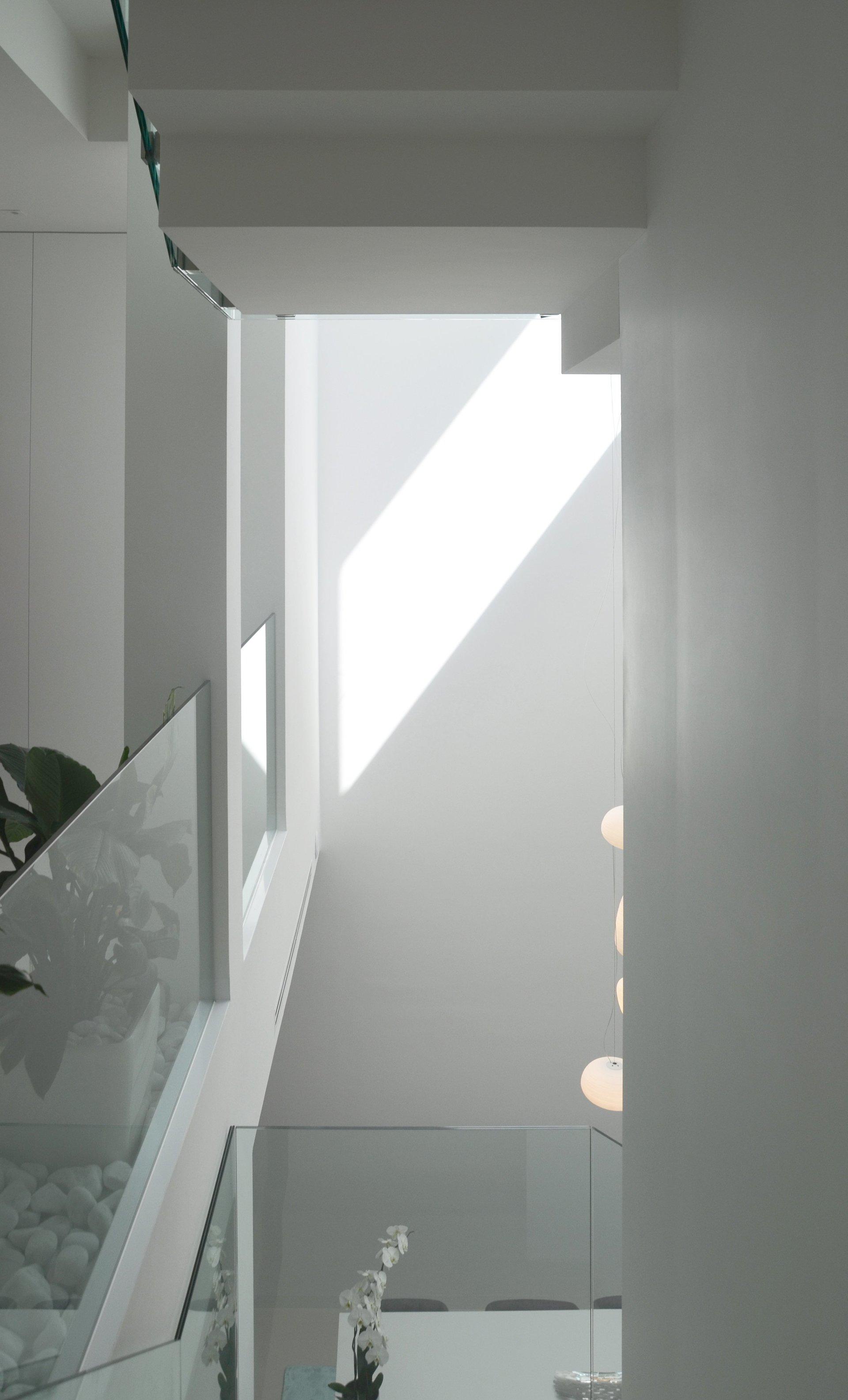 Escaleras de diseño en vivienda unifamiliar moderna en Almeria. Arquitectura moderna en Almeria. Interiorismo Almeria.