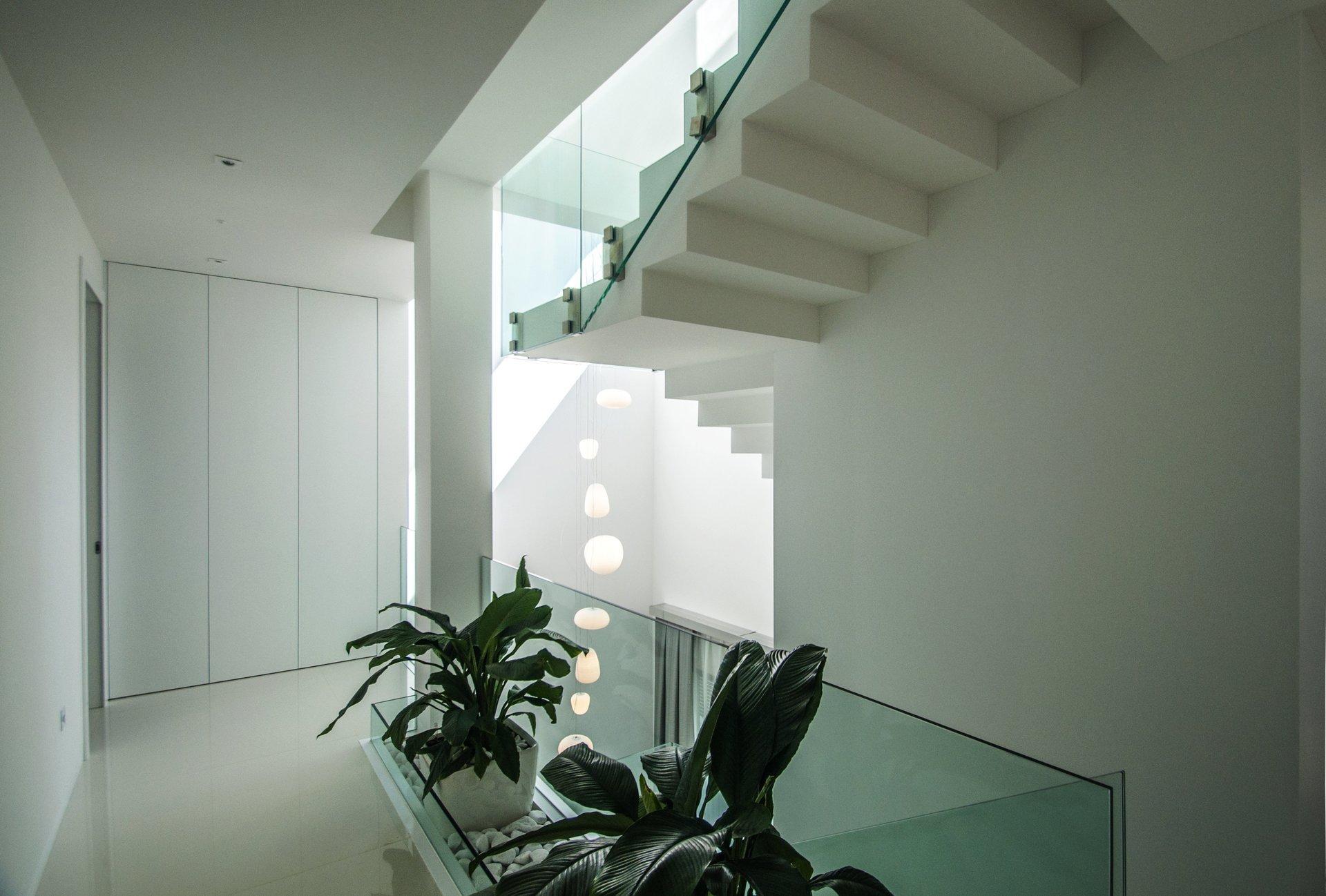Escalera en vivienda unifamiliar moderna en Almeria. Arquitectura moderna en Almeria. Interiorismo Almeria.
