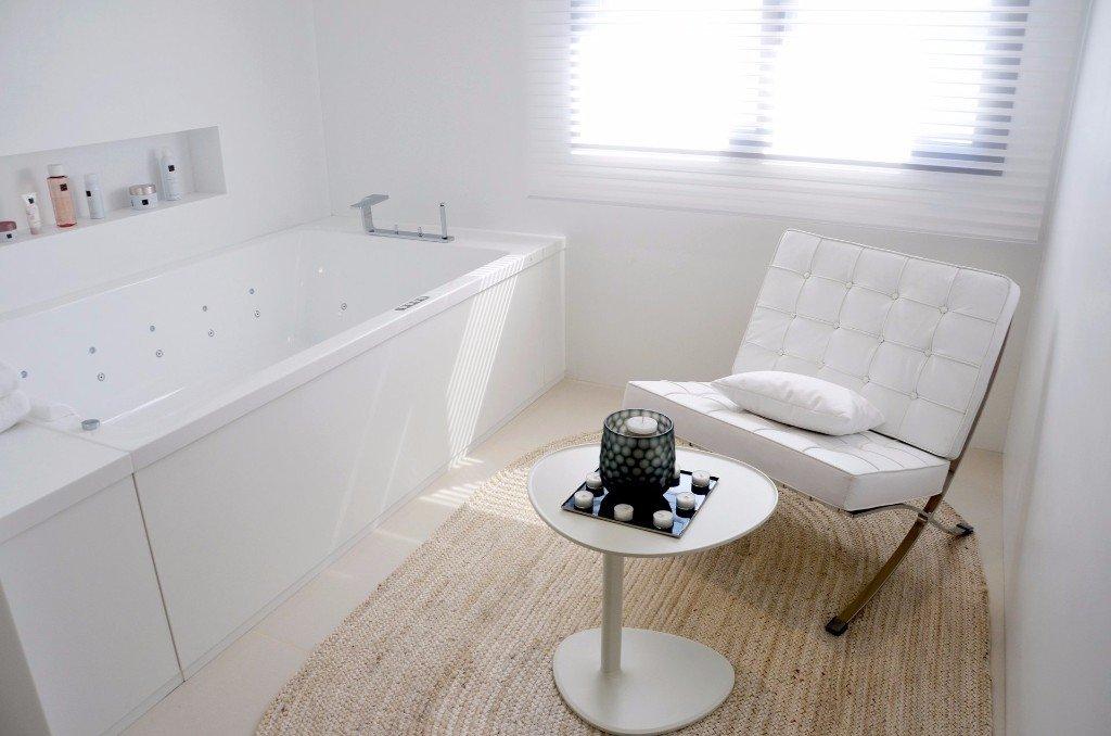 Baños de diseño en vivienda unifamiliar moderna en Almeria. Arquitectura moderna en Almeria. Interiorismo Almeria.