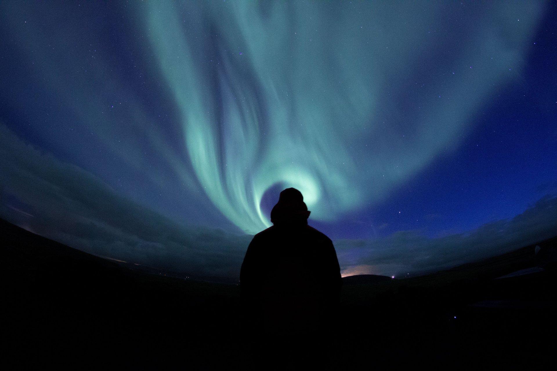 wandering alone at night - HD1920×1280