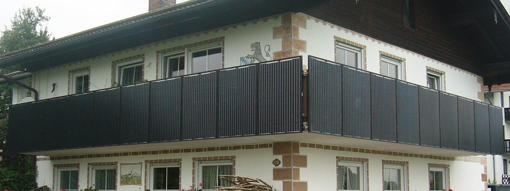 Auch der Balkon kann zur Befestigung der Photovoltaikanlage genutzt werden.