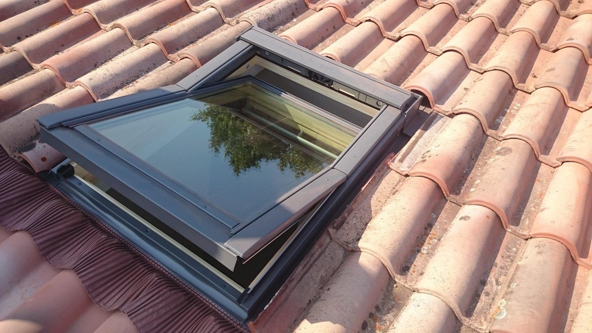 fen tre de toit et ouverture de fen tre sur toiture sc renov grasse. Black Bedroom Furniture Sets. Home Design Ideas