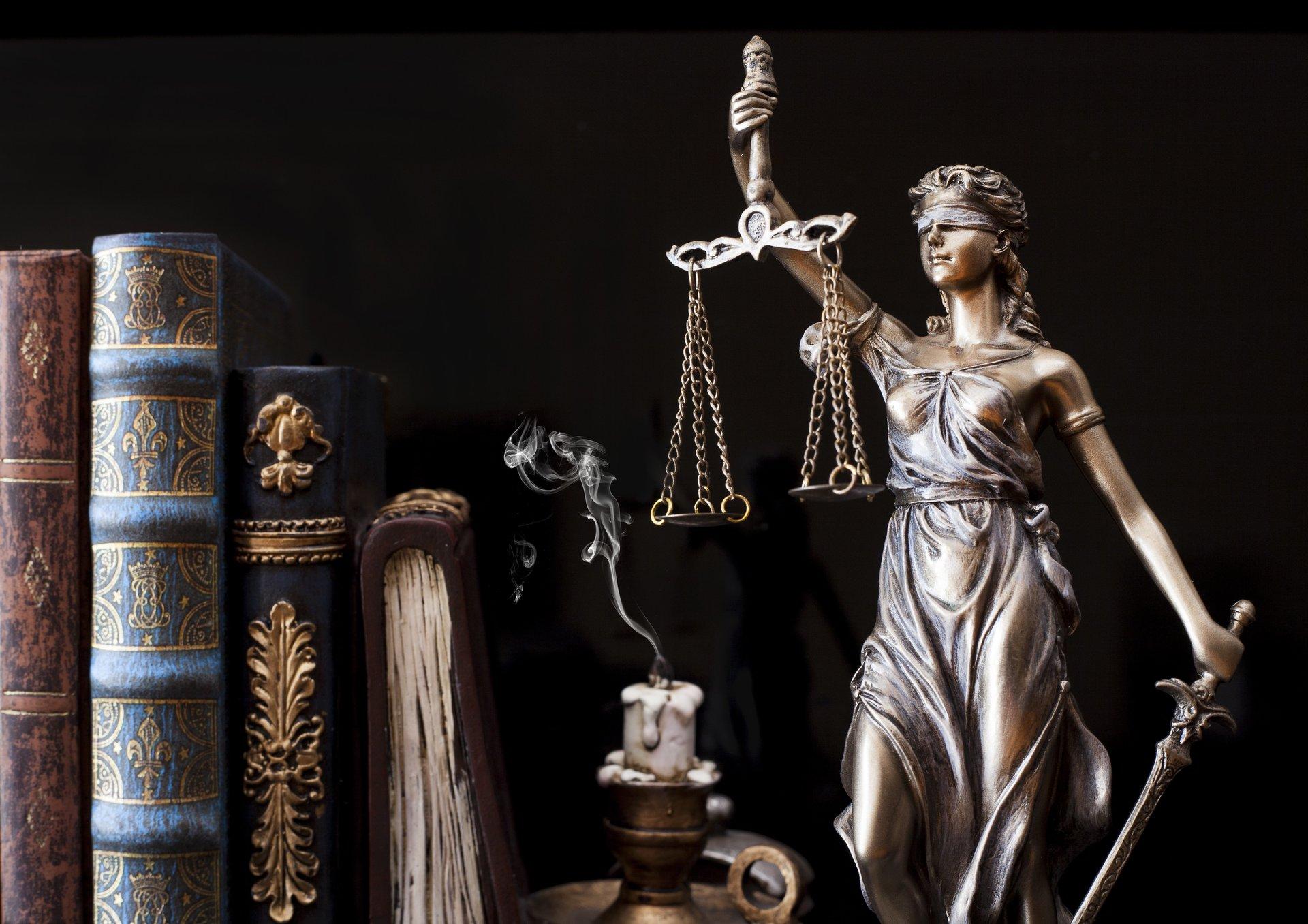 وکالت و مشاوره قانونی