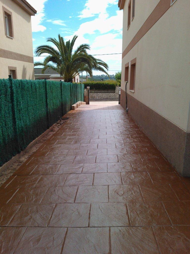 pavimentos de hormigon impreso y pulido en tarragona