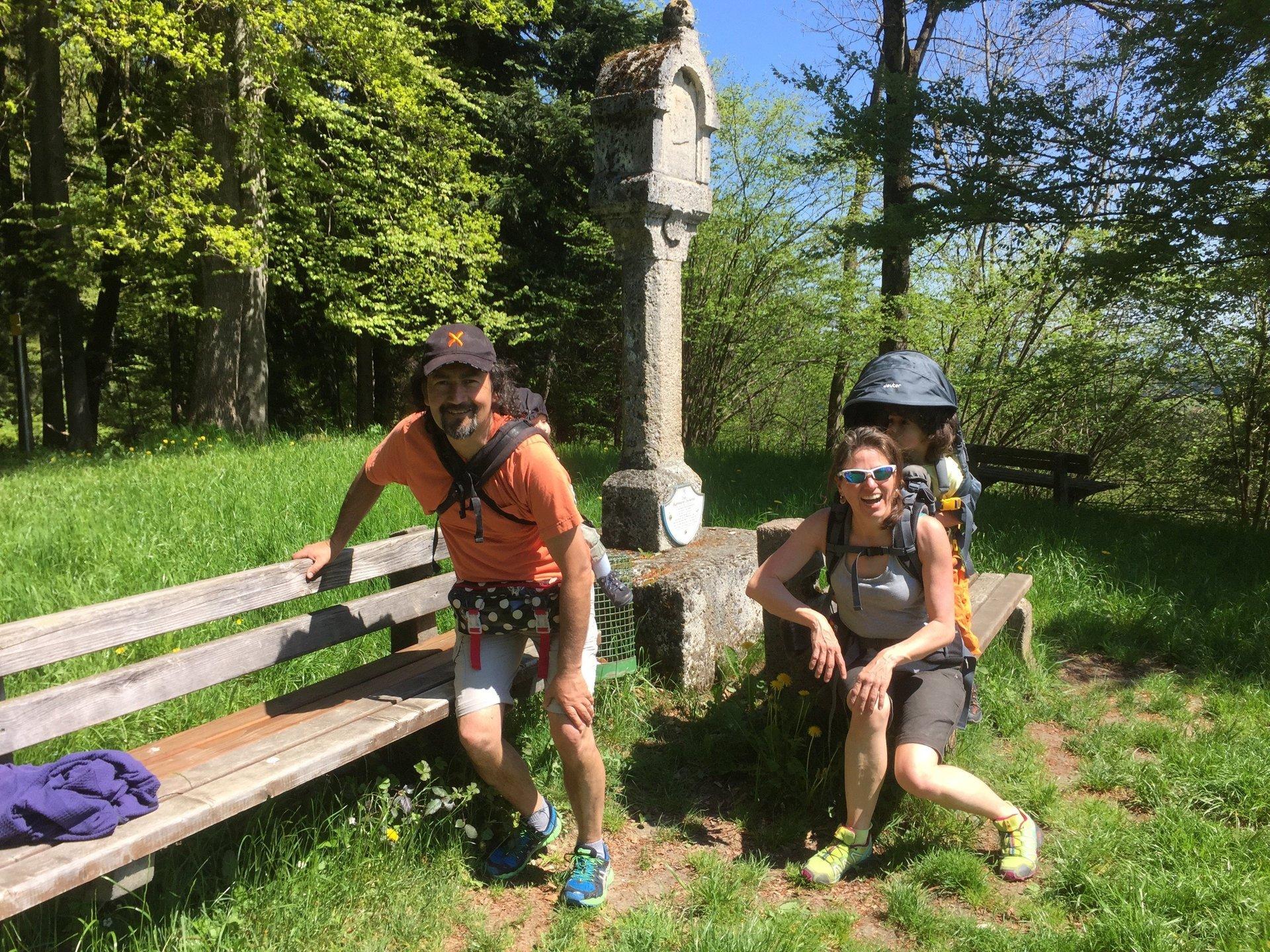 Wandern mit Kraxe & Bauchladen