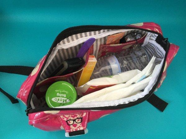 Mamas Bauchladen Tasche mit Blick auf die 2 Innentaschen für Handy, Schlüssel oder Geld/EC-Karte