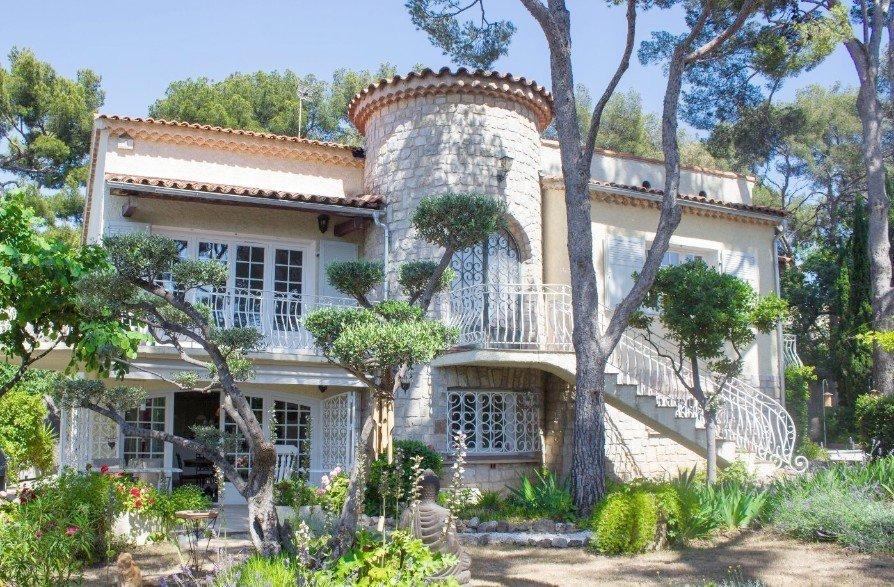 maison villa vendre toulon la serinette 240 m t7. Black Bedroom Furniture Sets. Home Design Ideas