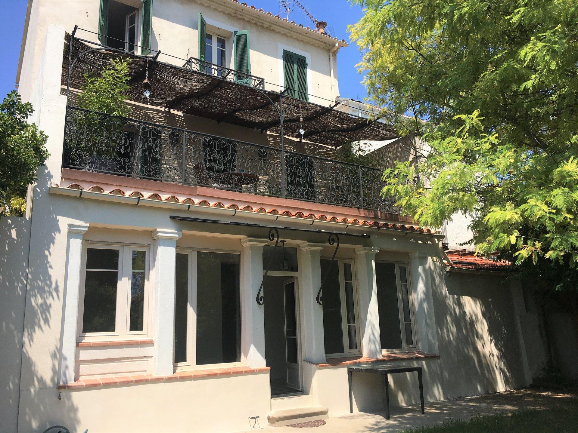 maison villa vendre toulon mourillon t7 135 m vue. Black Bedroom Furniture Sets. Home Design Ideas