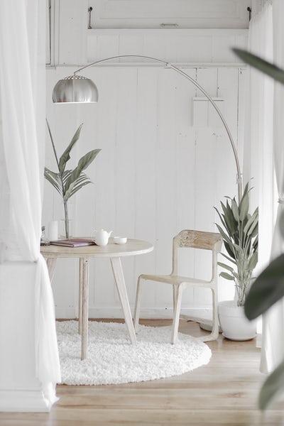 heureuse dans un espace range. Black Bedroom Furniture Sets. Home Design Ideas