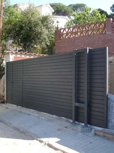 Venta e instalaci n puertas met licas correderas for Puertas corredizas metalicas