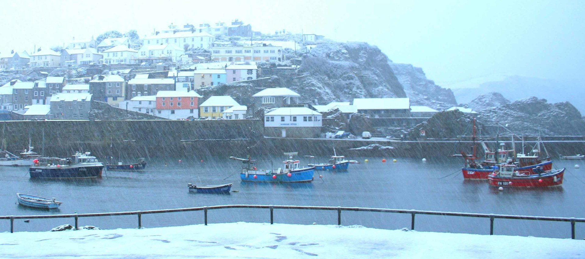 Mevagissey in the snow L A Kent DI Trelaor series Silent Gull