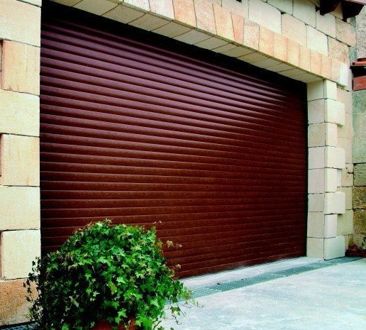 Porte de garage pvc bois ou aluminium sectionnelle for Porte garage enroulable aluminium