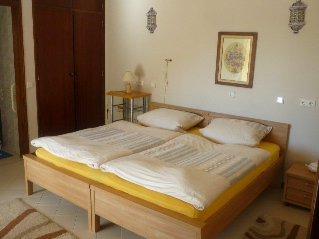 4 Schlafzimmer, Schlafmöglichkeiten Für 6 Personen Schlafzimmer 1   1  Doppelbett Mit Klimaanlage Und Ventilator Schlafzimmer 2   1 Doppelbett Mit  ...