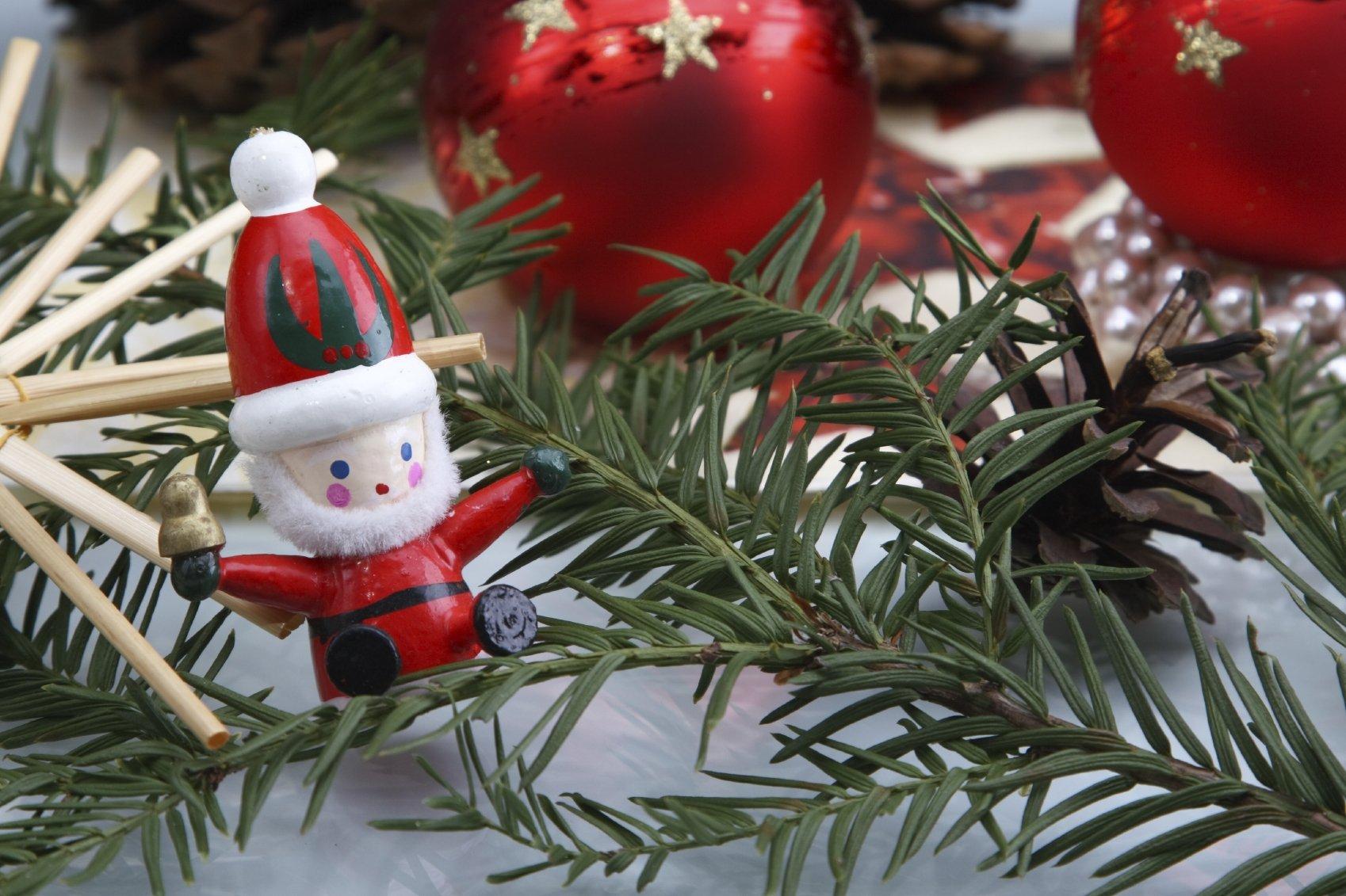 Wir Wünschen Euch Frohe Weihnachten Und Einen Guten Rutsch.Frohe Weihnachten Und Ein Gutes Neues Jahr